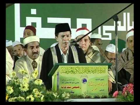 Qari Ahmad Shawqi Darlis reciting in India