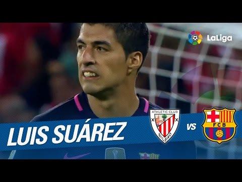 Remate de Luis Suárez que Bóveda despeja en la línea de gol
