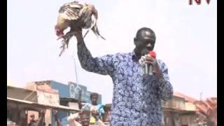 Besigye e Luweero: Abasaasidde embeera gyebalimu ng'ate y'ewaarwanirwa olutalo thumbnail