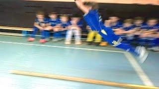 Прыжок с места на 2 метра у детей 9 и 10 лет. Футболисты спортивной школы сдают нормативы в С-Пб.