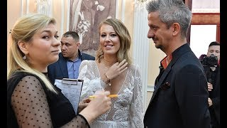 Download Свершилось! Собчак и Богомолов поженились: в загс они прибыли на катафалке… Mp3 and Videos