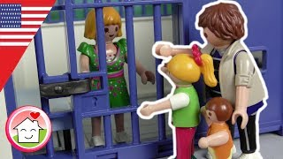 Playmobil english Burglary at the Museum - The Hauser Family - Police Cief Overbeck