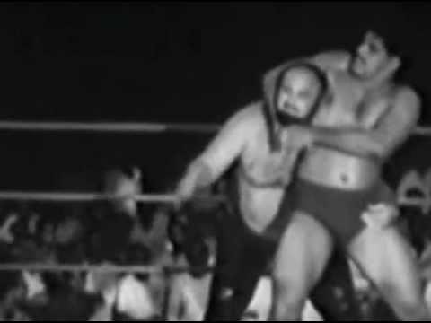 DaraSingh wrestling with Kingkong