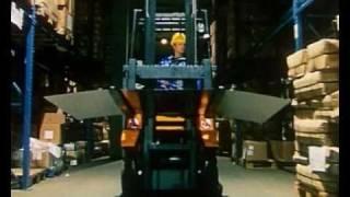 Водитель погрузчика Клаус(Staplerfahrer Klaus - Der erste Arbeitstag, 2000 г. Немецкая короткометражка, пародия на учебные фильмы. Впервые на русском. Озвуч..., 2011-01-23T20:14:34.000Z)