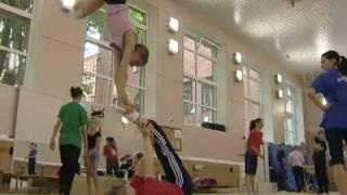 Спортсмены-акробаты мечтают выступить на Олимпиаде