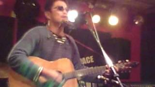 ストリートミュージシャンのUMAさんが、ライヴハウスで大事MANブラザー...