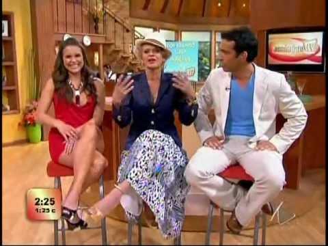 Lilia Luciano bellas piernas leg crossing
