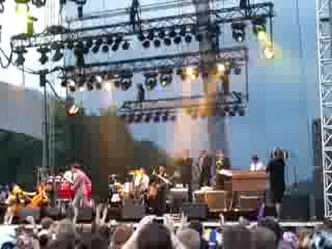 Mark Ronson-God Put A Smile On Your Face Lollapalooza 08