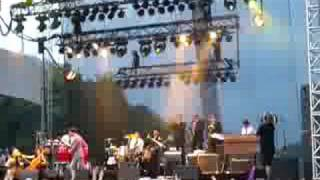 Mark Ronson-God Put A Smile on Your Face Lollapalooza 08