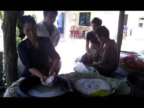 Rice noodles making