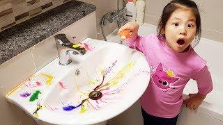 우와 이걸 어떡하지?!! 서은이의 목욕놀이 핑크퐁 물감놀이 오감놀이 청소하기 Pretend Play with Bubble Paints in the Bathroom