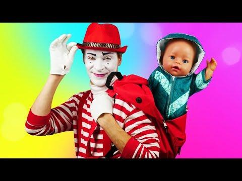 der-clown-und-die-baby-born-puppe.-ein-lustiger-morgen.-video-für-kinder.