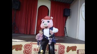 Gullivers World- Ellie Elephant Cheerleading and Percy Pig Pirate Shows