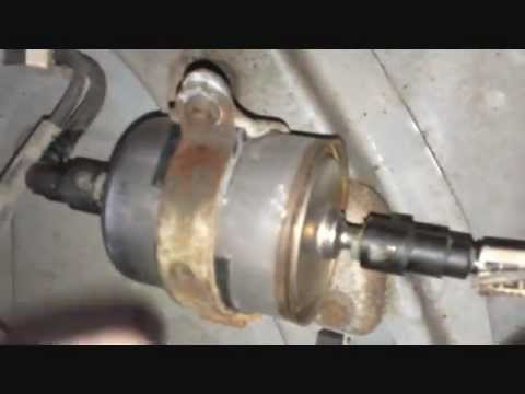 Changing the fuel filter on a Jeep Grand Cherokee - YouTube