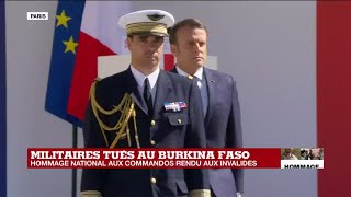 Hommage national : E. Macron salue les familles des deux soldats submergées par l'émotion