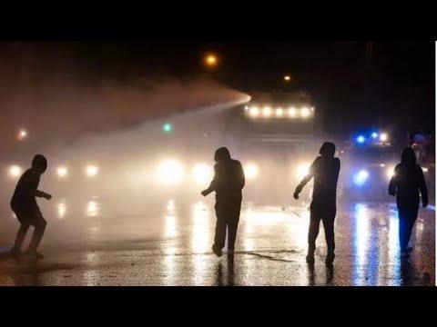إيرلندا الشمالية: تجدد الصدامات بين متظاهرين والشرطة في بلفاست على خلفية توترات بين وحدويين وقوميين  - 08:58-2021 / 4 / 9