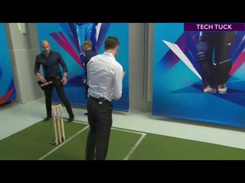 Shane Warne and James Anderson try to play MS Dhoni's Helicopter shot