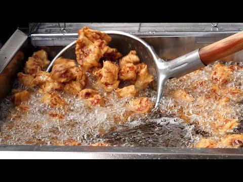 즉석에서 튀겨주는 닭강정 (seasoned spicy chicken, ヤンニョムチキン, 调味炸鸡, 小7,000KRW) korean street food / 안양 중앙시장 삼우닭강정