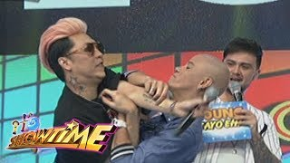 Video It's Showtime: Vice and Wacky get physical download MP3, 3GP, MP4, WEBM, AVI, FLV Juni 2017
