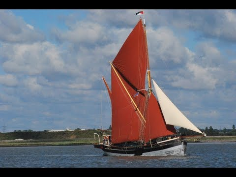 Tom Cunliffe sails aboard the engineless Thames sailing barge Cambria