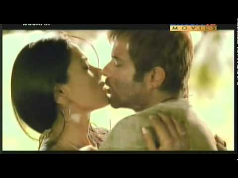 Sameera Reddy Kiss Slumdog Anchor