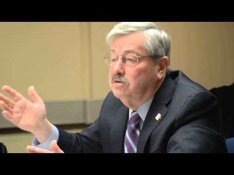 Gov. Terry Branstad speaks to Sioux City Journal editorial board