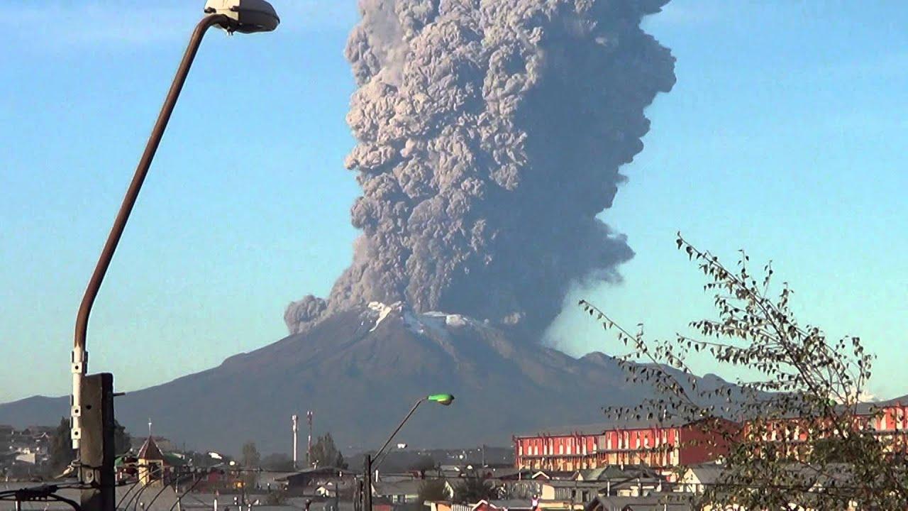 Eruption d'un volcan au Chili