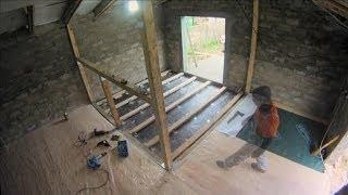 видео Как стелить деревянный пол на бетонное основание: укладка на пол, лаги