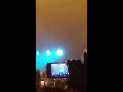 "R Kelly ""Legs Shaking"" live  performance"