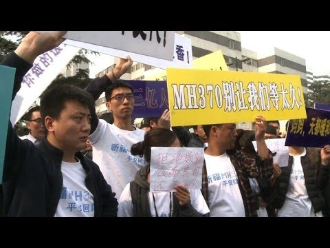 Chinese MH370 relatives protest at Malaysian embassy