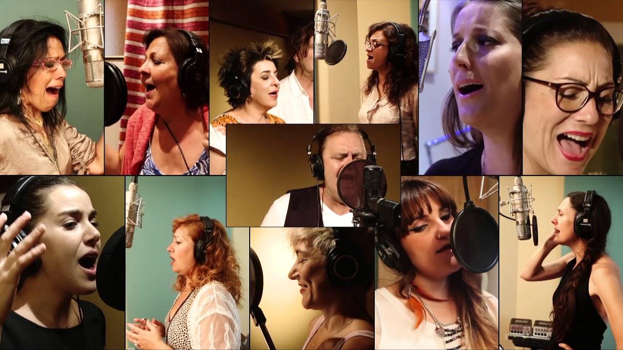 Paco Damas canta a Las Sinsombrero - YouTube 87940c2a7c6