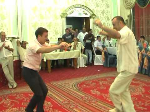 Ритмичный азербайджанский танец
