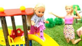 Безопасность на детской площадке. Игры с Барби и Штеффи