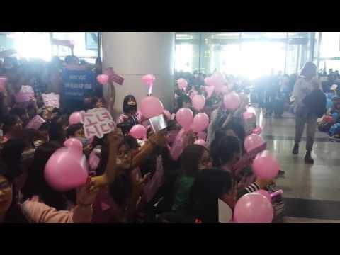 """Sân bay Nội Bài ngày Cá 1\4\2017 Sone hô """"SoNyeoShiDae"""""""