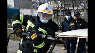 Рятувальники відточували навички роботи з обладнанням, що використовується при ДТП