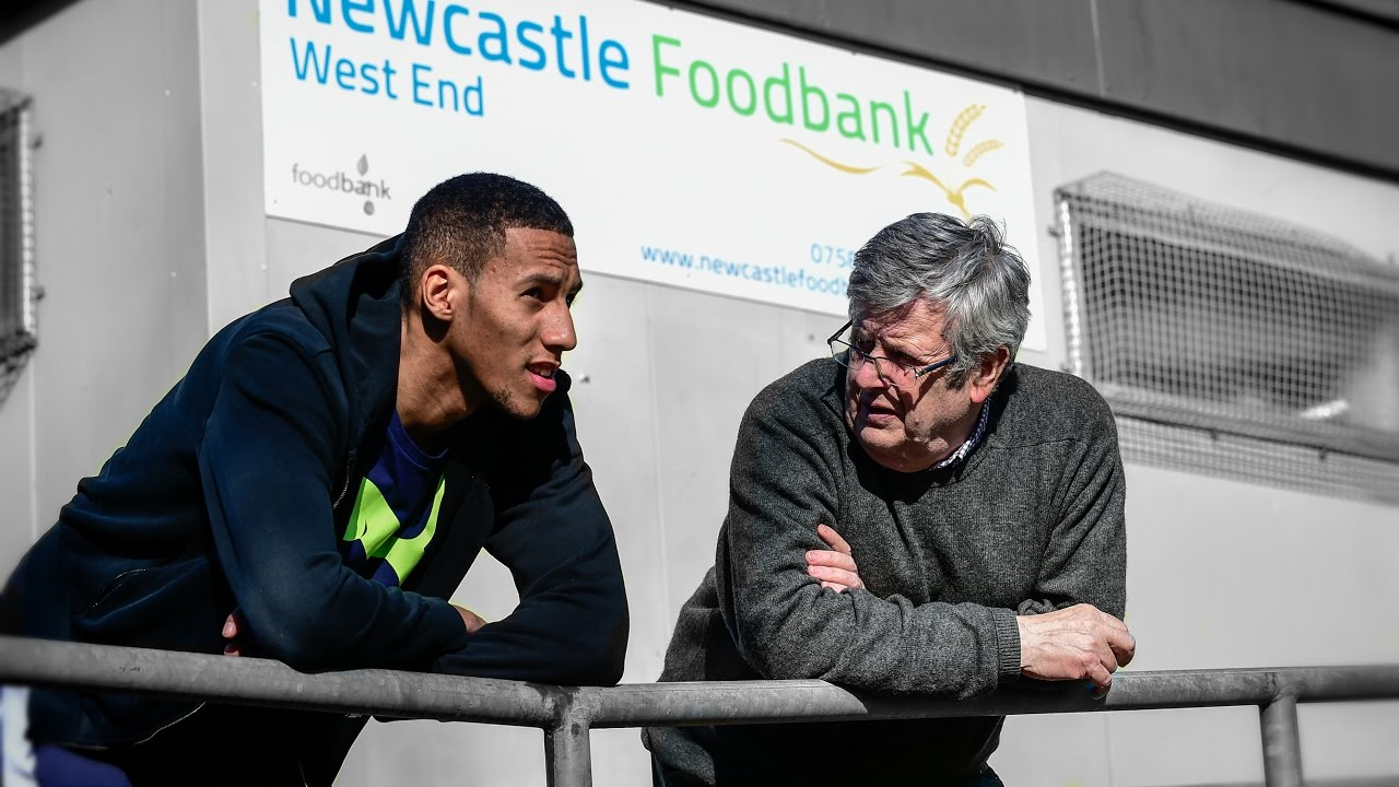 Isaac Hayden Visits Newcastle West End Foodbank