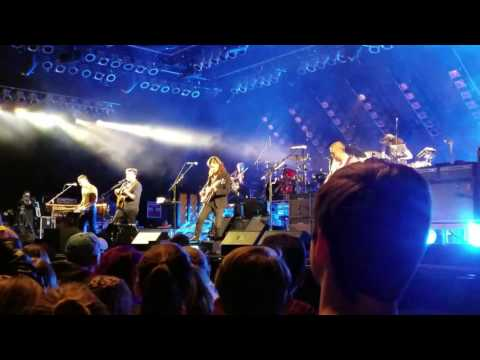 "Mumford & Sons-Debut of new song ""BLIND"" in Albuquerque 10/4/16"