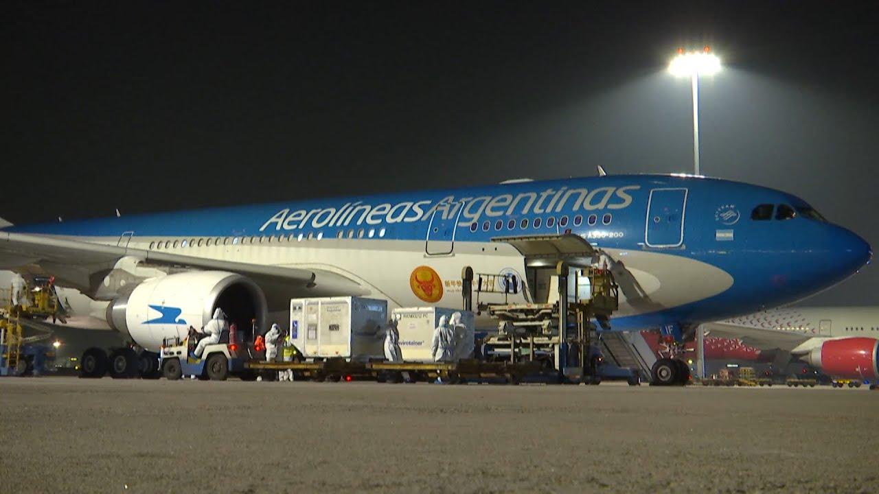 Partió desde Beijing el vuelo de Aerolíneas que trae un millón de dosis de la vacuna Sinopharm