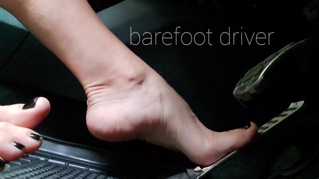 Barefoot driver Greta Cutefeet