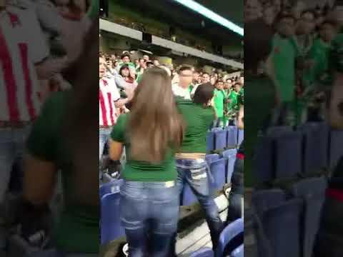 Bronca entre aficionados mexicanos después del partido en San Antonino Texas