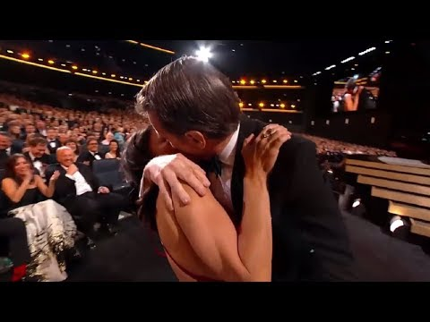 25 Craziest, Unexpected And Embarrassing Kissing In Public    InfoTube
