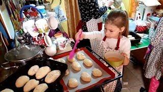 Печём пирожки нашей большой семьёй