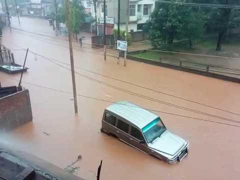 Hyundai I10 Car And Tata Sumo Car Floating In Devastating Flood In