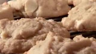 How To Bake White Chocolate Chip Macadamia Nut Cookies