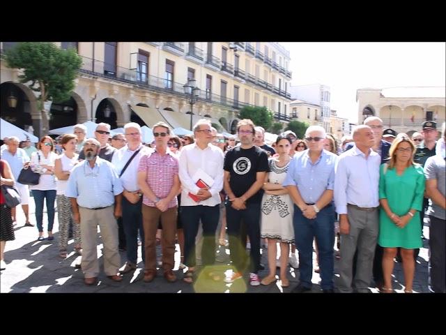 Zamora se sume en el silencio por el atentado de Barcelona