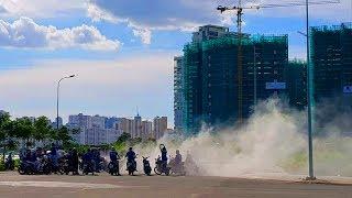 Hai chiếc Exciter đối đầu đốt lốp ở Đảo Kim Cương - Diamond Island