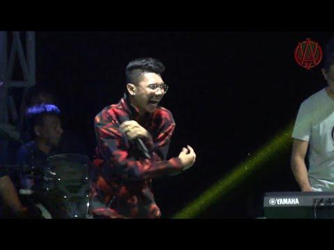TANIA -  SALAH APA AKU -  Vicky Salamor Konser Di Luwuk Banggai