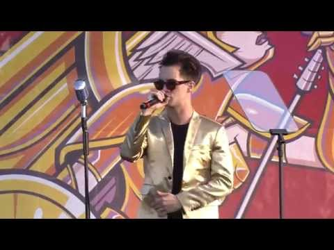 """APMAs 2014: Brendon Urie covers Frank Sinatra's """"Luck Be A Lady"""" and """"Fly Me To The Moon"""""""