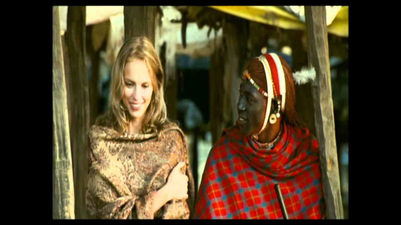 Süße blonde sexy weiße Frau gebunden an die Reling