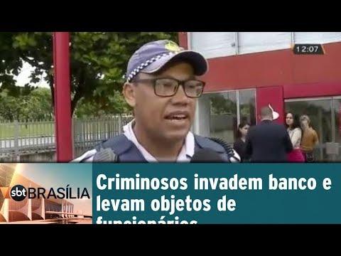 Criminosos invadem banco e levam objetos de funcionários